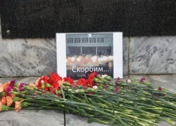 Эжвинцы почтили память о погибших в Керчи