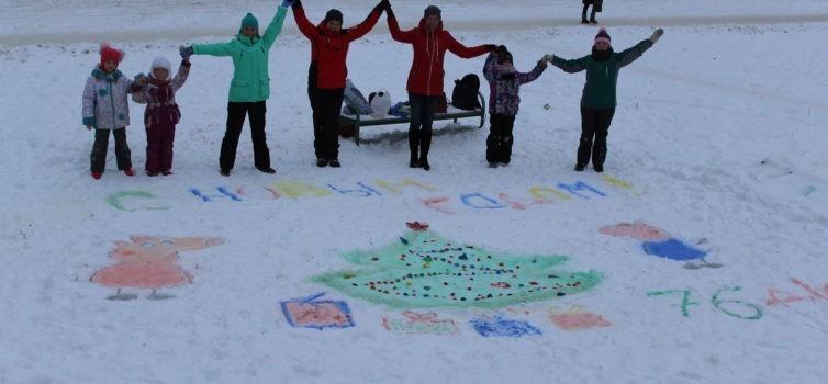 Первые участники акции «Раскрась зиму» порадовали эжвинцев изображениями символа приходящего года