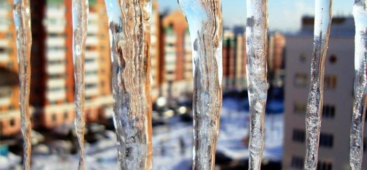Внимание! Наледь, скопление снежных масс и сосулек на крышах