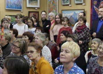 Выставка «Эжвинская палитра» представила работы более 100 художников и мастеров
