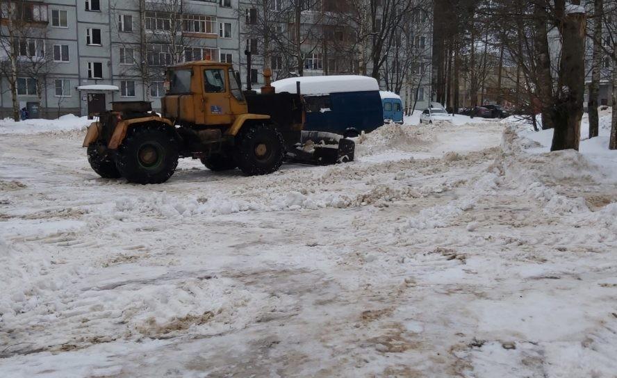Вопрос уборки дворовых территорий от снега стоит на особом контроле администрации