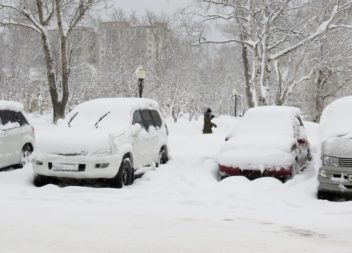 Администрация просит убирать автомобили при расчистке дорог от снега