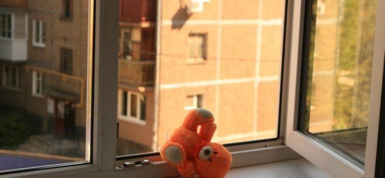 Не оставляйте детей у открытого окна!